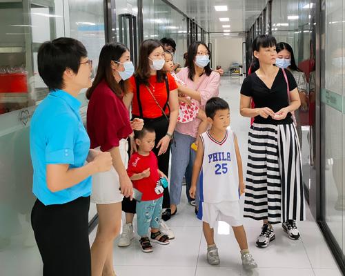 """欢迎宝妈及孩子们到广州美素力,""""零距离""""见证奶粉安全生产"""